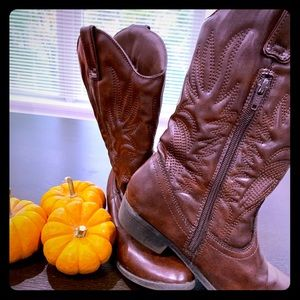 Cowgirls style boots